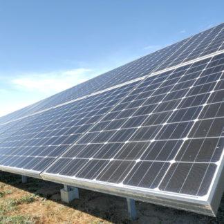 Panoramique vertical sur panneaux solaires