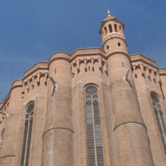 Panoramique vertical gauche-droite sur la cathédrale d'Albi