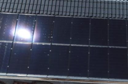Travelling drone de panneaux solaires sur toit